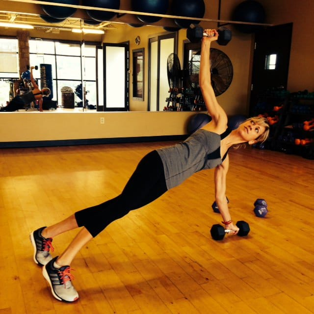push up with weight press and rotation #fitness @cottercrunch #strength