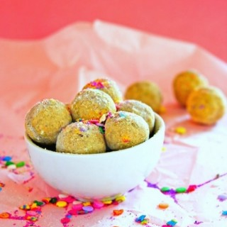 Packed with healthy fats and protein, these gluten free cake bites are perfect for post workout or after school snacks.
