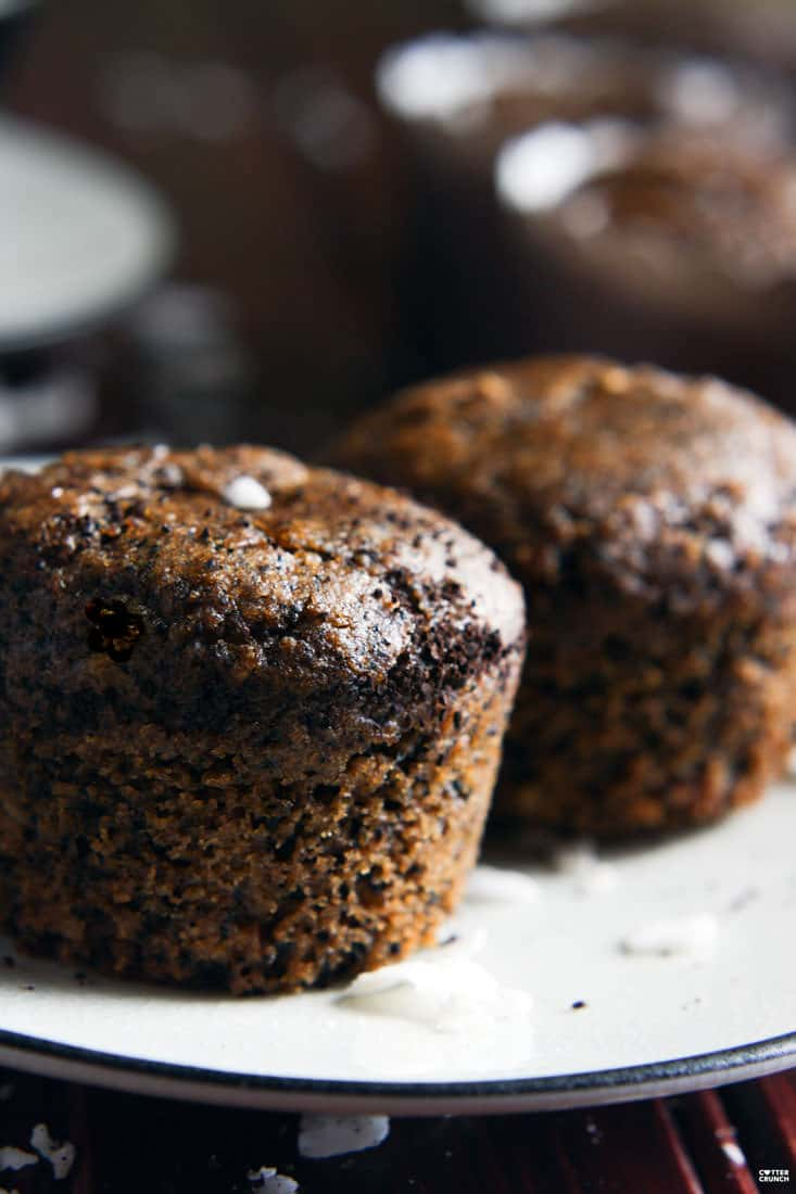 A Healthy Dessert For Coffee Lovers! Paleo Espresso Macaroon Muffins. These muffins are light in texture with a decadent taste. Easy to make with simple ingredients like ground almonds, coconut flour, coconut sugar, ground espresso, and egg whites. Taste like macaroon but in muffins form! @cottercrunch