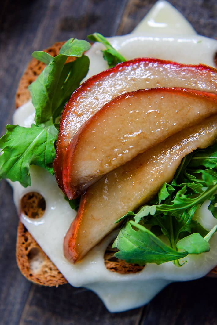 Honey Balsamic-glazed pears with Swiss Cheese and arugula on Gluten Free Rye Style toast! A delicious vegetarian meal perfect for a quick lunch, appetizer, or post workout recovery meal /snack! Balanced with gluten free whole grain carbs, protein, and healthy fats!
