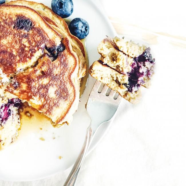 http://simply-taylor.com/2015/08/21/fluffy-coconut-flour-blueberry-pancakes/