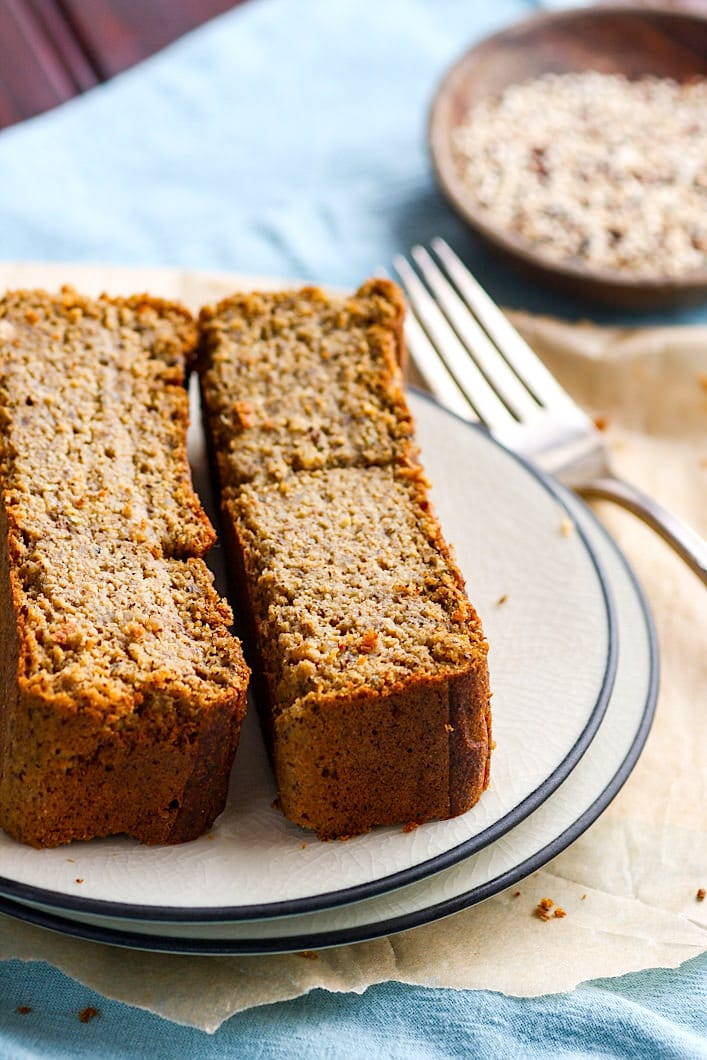 healthy gluten free banana bread. It's made with cooked quinoa, is super easy to make, dairy free, naturally higher in protein, and very moist. Gluten free banana bread made with REAL food ingredients that already in your pantry! Perfect for breakfast or snacking! #cottercrunch