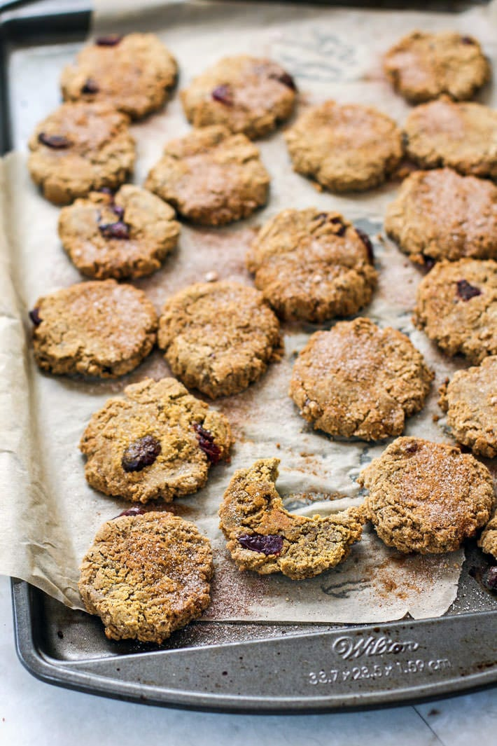 Healthy Cranberry Almond Molasses Cookies! Paleo and vegan friendly! Great for the holidays, for snacking, parties, or even breakfast on the go. Yes, you're allowed to eat molasses cookies for breakfast when they taste this good and are made with simple real food ingredients. ENJOY!