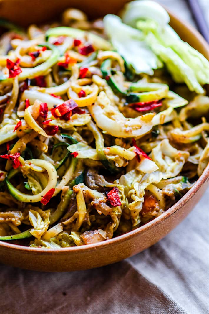 Cashew satay spiralized vegetable stir fry! Easy and Healthy satay with spicy cashew sauce and spiralized vegetables; all in a stir fry! Paleo and Vegan.