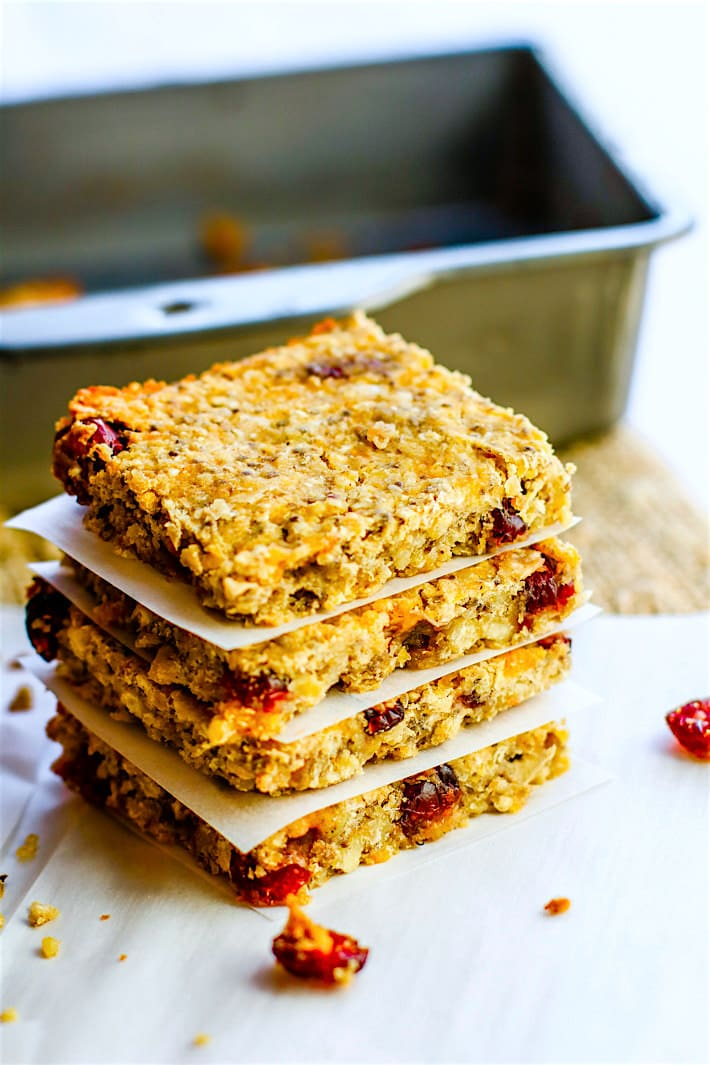 How to Make Homemade Vegan Protein Bars {Gluten Free, Nut Free}. No protein Powder Needed! Simple, healthy, and delicious vegan protein bars you can make for post workout, breakfast, or snacking.