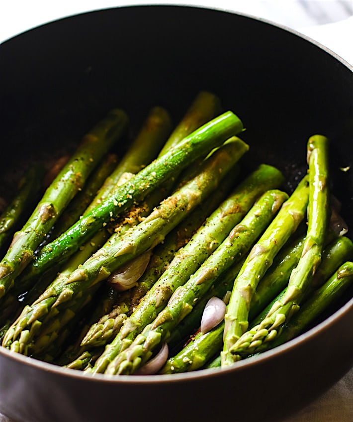 Peppered candied bacon and asparagus side dish. Paleo, gluten free, super easy to make, healthy!