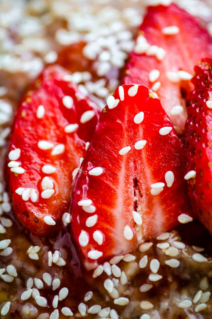 Needing a boost of energy ? Try this Honey Sesame Strawberry Overnight oatmeal! A light and naturally sweetened overnight oatmeal that is gluten free, vegan, simple to make, and loaded with extra nourishment!