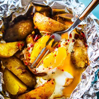 Indian Spiced baked potatoes and eggs Foil packets. Gluten Free, Paleo friendly, healthy foil packets recipe with easy clean up! A simple vegetarian meal.