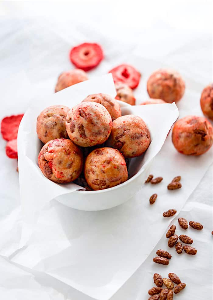 Super Tasty Chocolate Strawberry NO BAKE rice Krispie Treats BITES! Vegan Gluten Free Rice Krispie treats in BITE form and actually healthy for you. Easy to make and a great snack or breakfast bite for kids and adults!