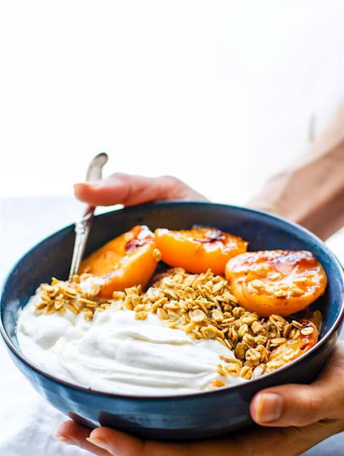 sweet-grilled-apricots-and-ginger-cream-parfaits-bowls-261