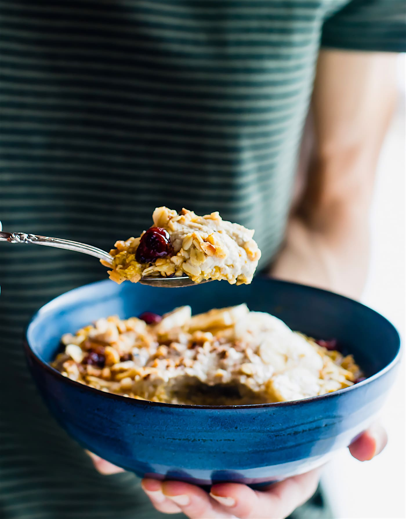 Pumpkin Overnight Oats with Cinnamon Cashew Cream and cranberry nut topping! A vegan pumpkin overnight oats recipe for Fall breakfasts. Gluten free & easy.