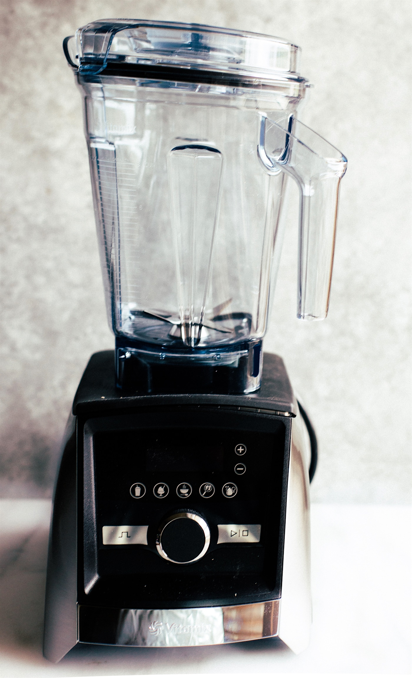 Ascent Series Combining sleek design with modern convenience, the Ascent™ Series offers the first high-performance blenders with built-in timers, wireless connectivity, and a family of containers to accompany you both at home, and on the go.