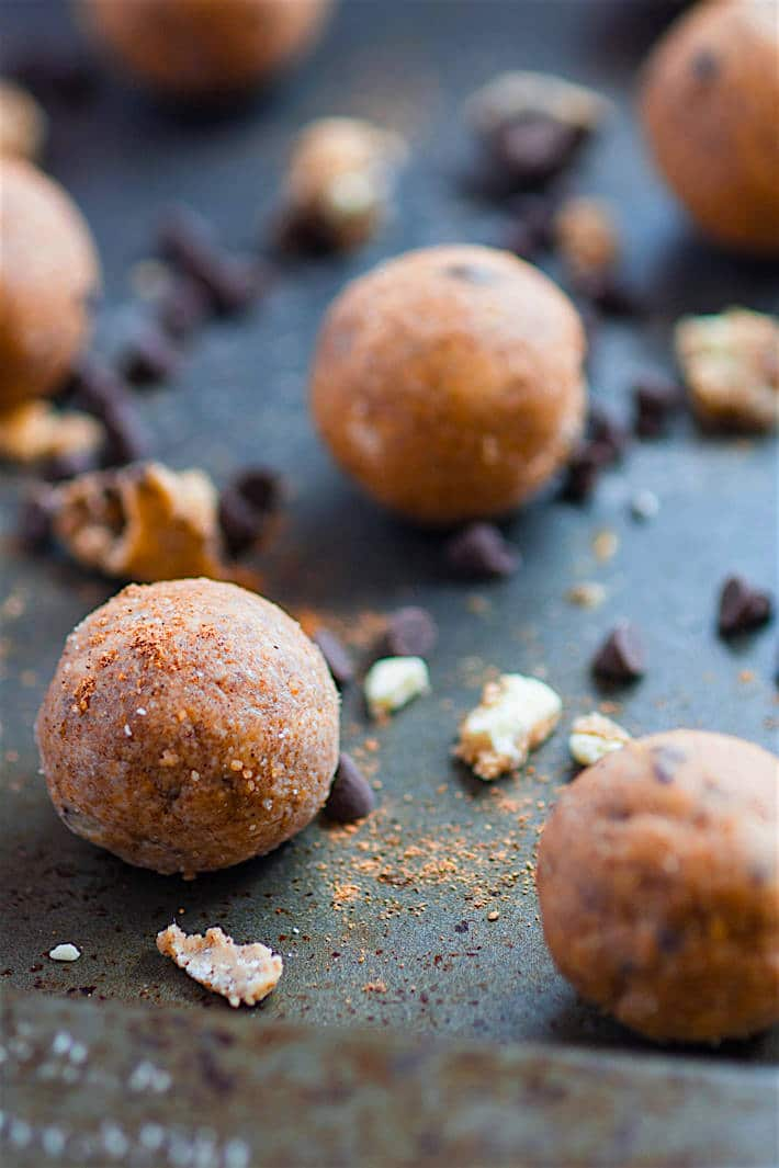 Gluten free No Bake Pumpkin Spiced Cookie Dough Bites! A pumpkin cookie treat that's easy to make, tastes delicious, and protein packed! A healthy snack to satisfy your sweet tooth!