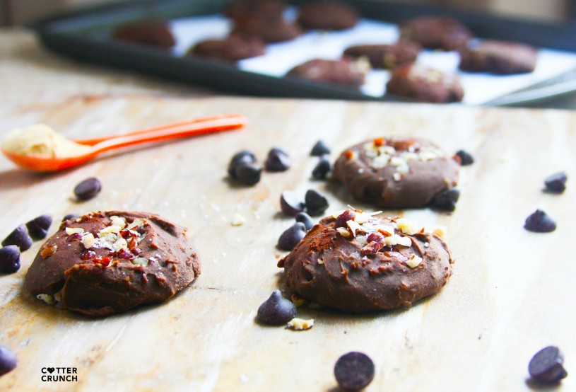 gluten free and dairy free chocolate mesquite cookies! Great for a post workout snack or breakfast on the goal! Nutrient dense and full of sweetsmokey flavor! cottercrunch.com @cottercrunch