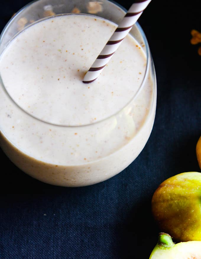 Gluten free Fig Newton Cookie Breakfast smoothie! Finally, a fiber rich and flavorful smoothie that will power you through the day! Vegan and Paleo friendly, and it gets bonus points because it actually tastes like a COOKIE! YUM!