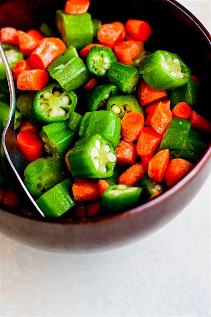 Healthy southern comfort food! One Pot Shrimp Jambalaya Lentil Bowls!