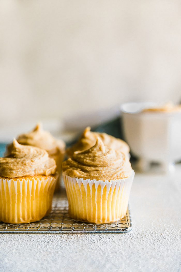 Super Simple and Easy to make Vegan Maple Cashew Cream Cheese Frosting! Paleo friendly and delicious dairy free cream cheese frosting alternative!