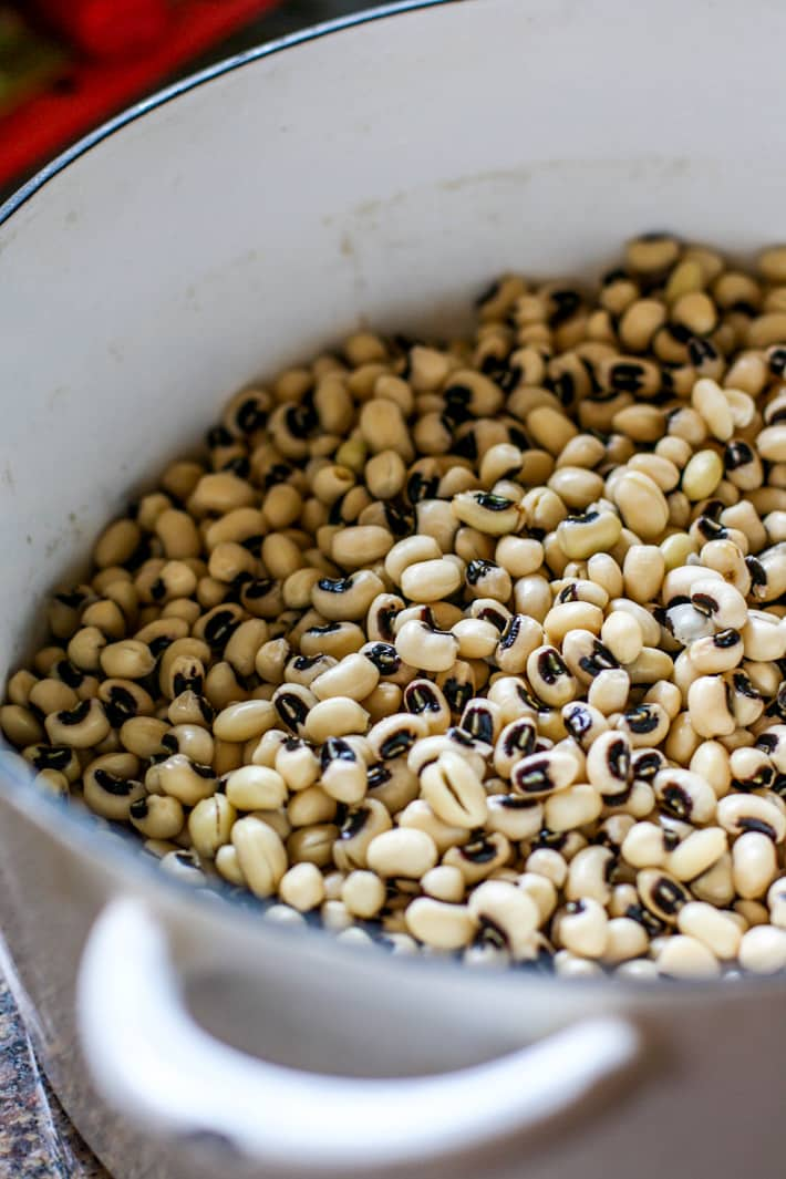 cooked black eyed peas for rainbow power greens salad with black eyed peas