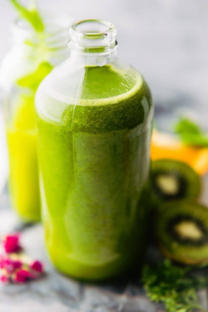 Detoxifying Super Green Smoothie Recipe {Vegan}