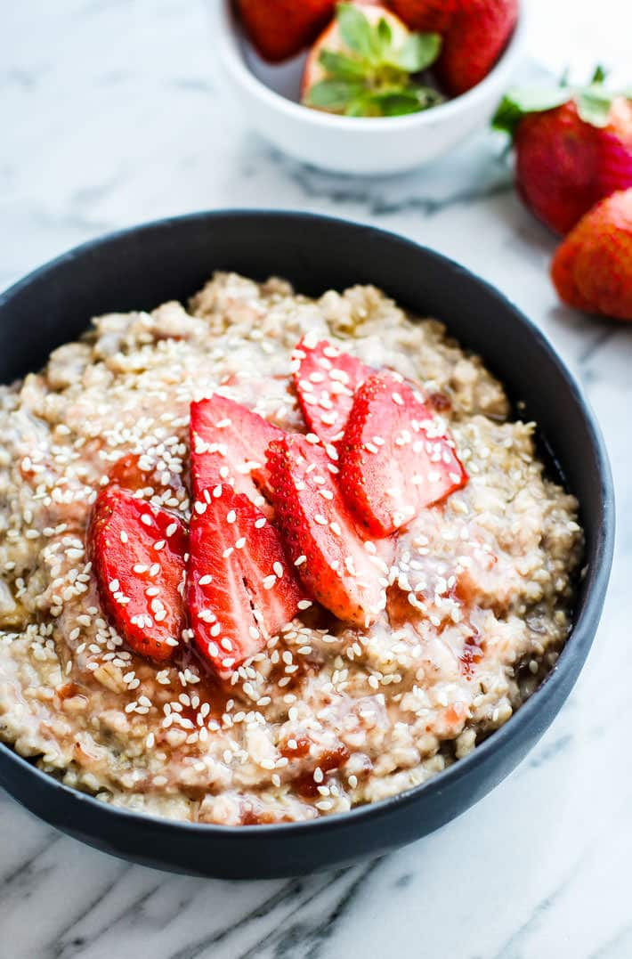 Gluten Free Honey Sesame Strawberry Overnight oatmeal! A light and energizing overnight oatmeal that is vegan, simple to make, and loaded with nourishment!