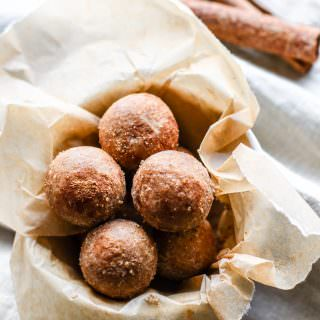 No bake protein bites are a great anytime snack! Cinnamon Vanilla Breakfast Protein Bites are super easy to make. Healthy, great for snacks or breakfast on the go, and kid friendly. Learn how to make gluten-free no bake protein bites in this step by step video!