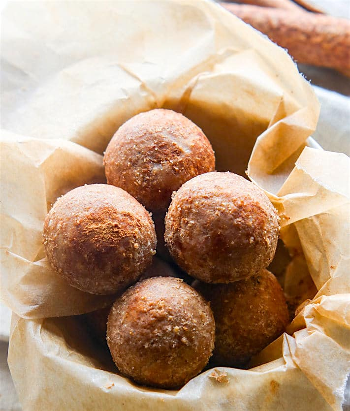 Cinnamon Vanilla Breakfast Protein Bites! Learn how to make gluten free protein bites in this step by step recipe! Easy, healthy, vegan friendly! Great for kids and families on the go.