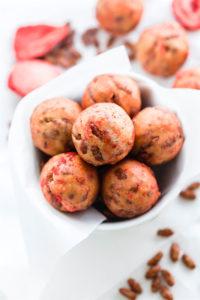 Gluten Free Chocolate Strawberry NO BAKE Rice Krispie Treats Bites {Vegan}