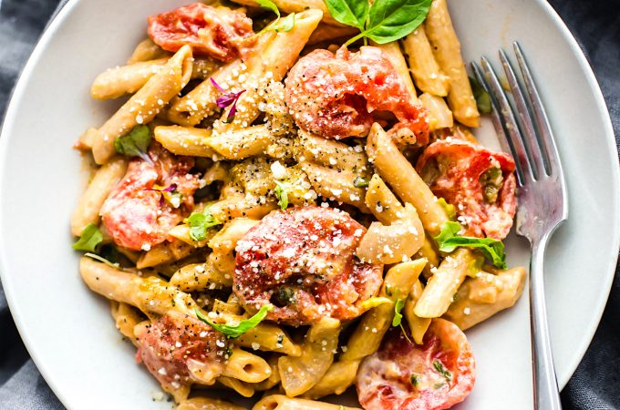 A gluten freepenne pasta recipe with creamy tomato sauce, ready to eat in 25 minutes! This easy pasta dish is protein packed, vegetarian, and dairy free!