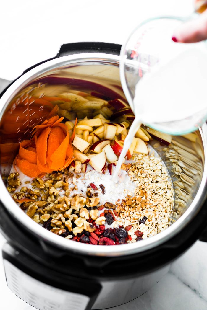 Superfood Instant Pot Oatmeal in a Jar! A healthy breakfast meal prep recipe or breakfast in a jar! This InstaPot oatmeal is filled with superfoods such as gluten free rolled oats, apples, walnuts, flaxseed, goji berries, and more. A wholesome breakfast that can be made in a multi-cooker or stove top. Vegan friendly.