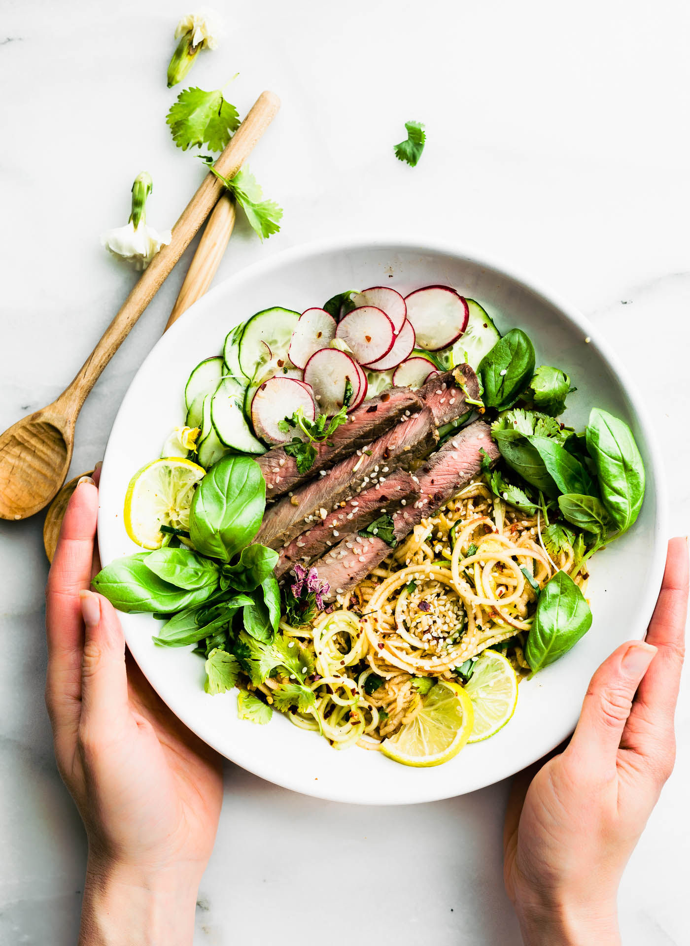 low carb salad with spiralized vegetables, sesame beef and kimchi salad dressing