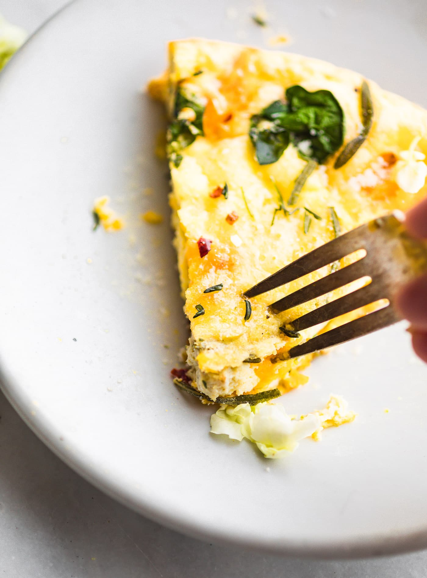 Pumpkin Paleo Frittata with Fried Garlic and Herbs #lowcarb #paleo