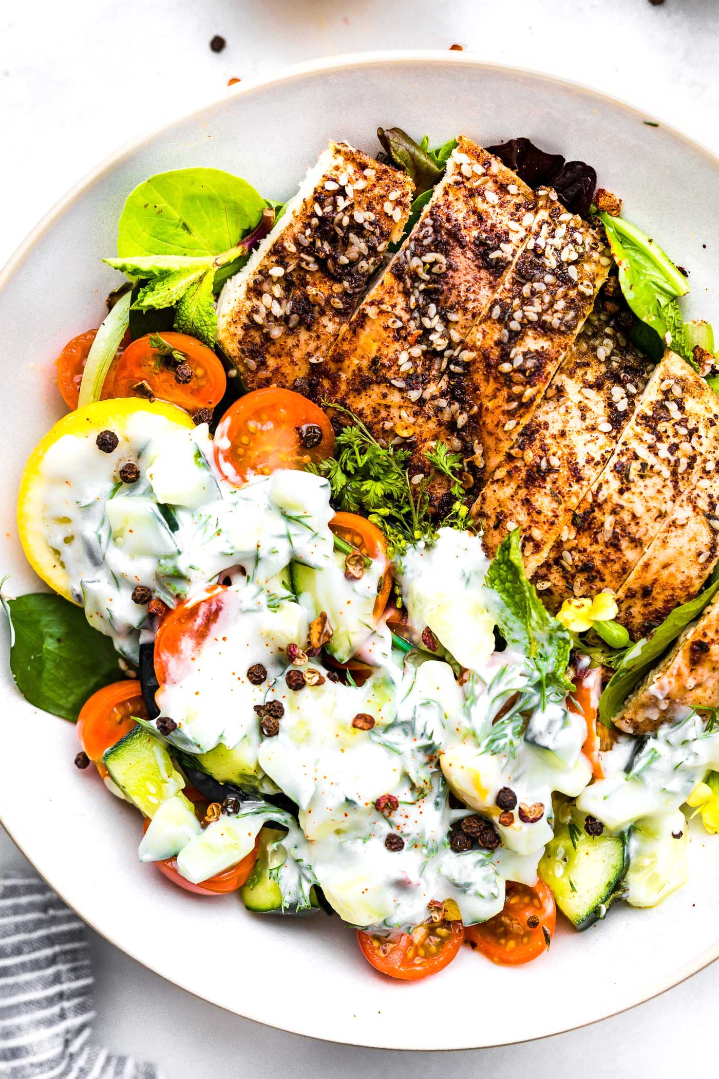 Paleo Meal Prep Recipe: Za'atar Chicken Bowls with Tomato and Cucumber Raita #paleo #mealprep #chicken #healthyrecipes