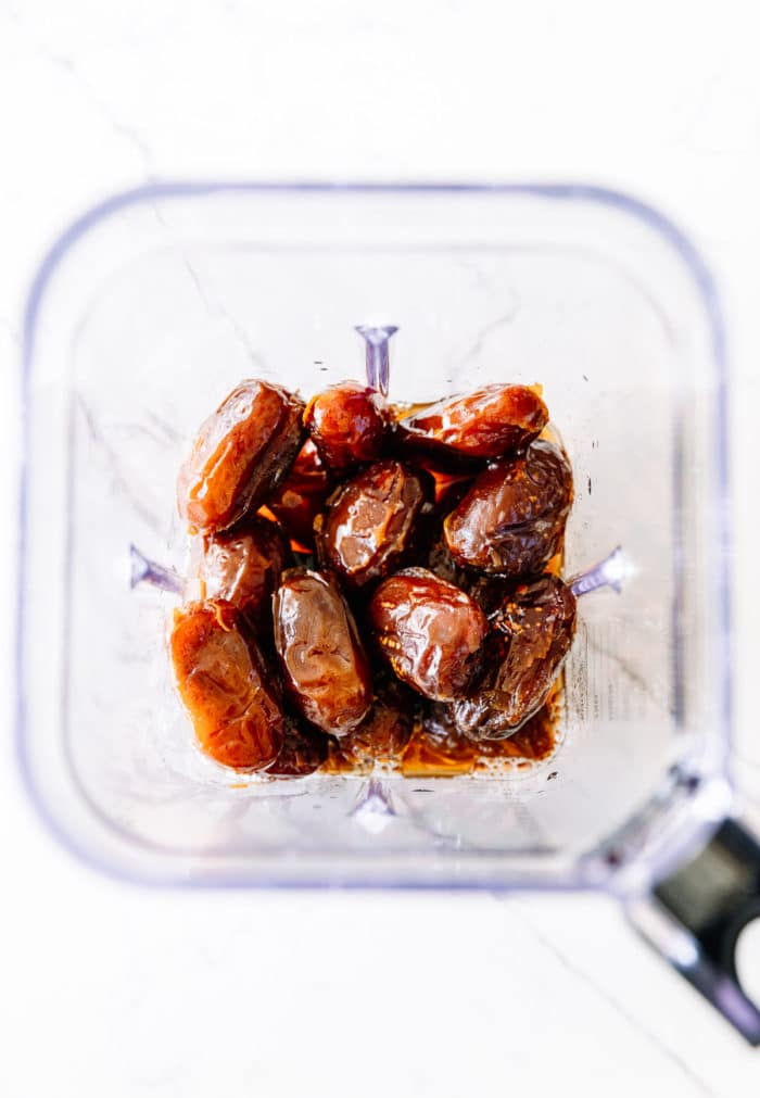 soaked dates in blender