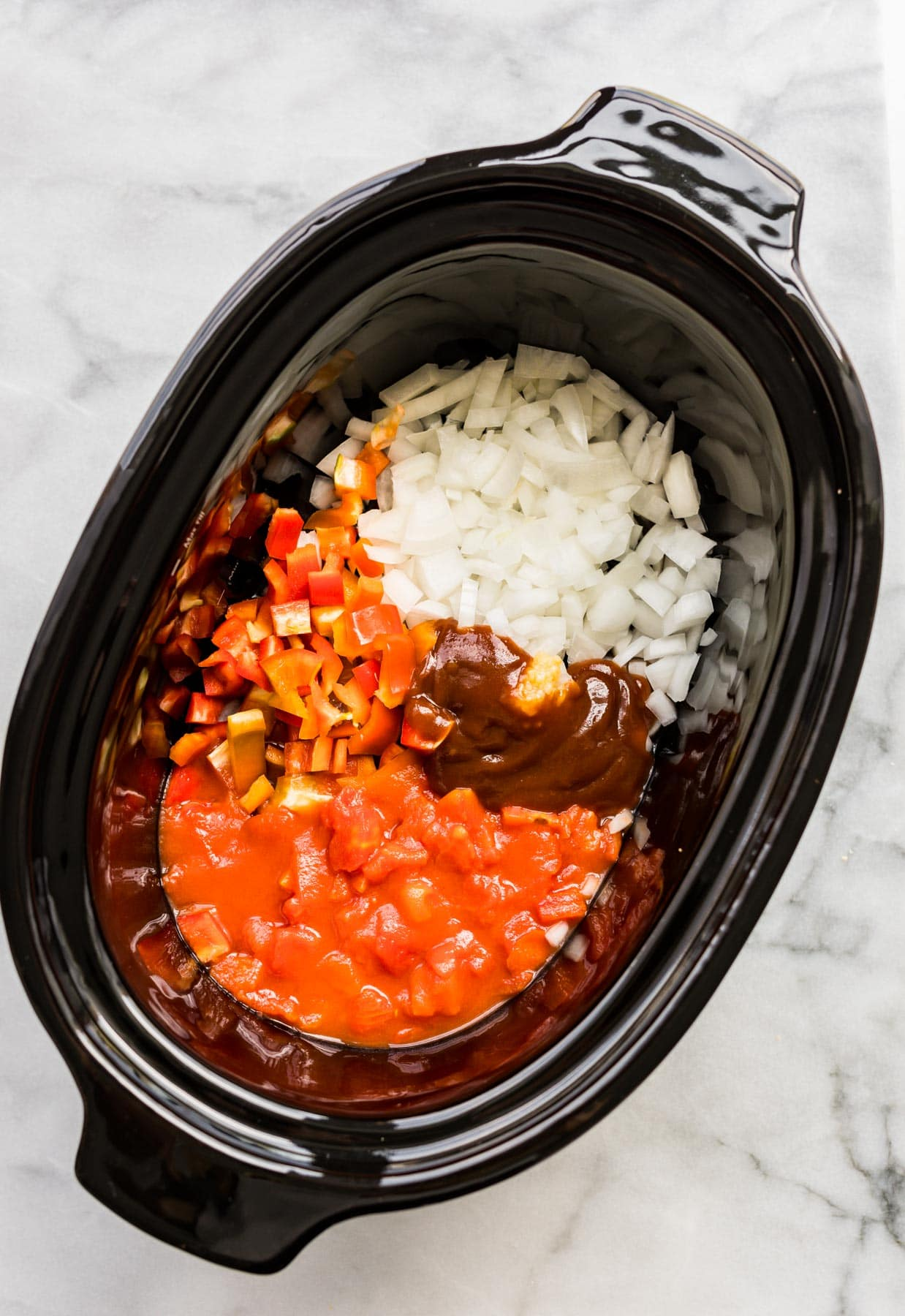 making a lentil chili recipe in black crock pot