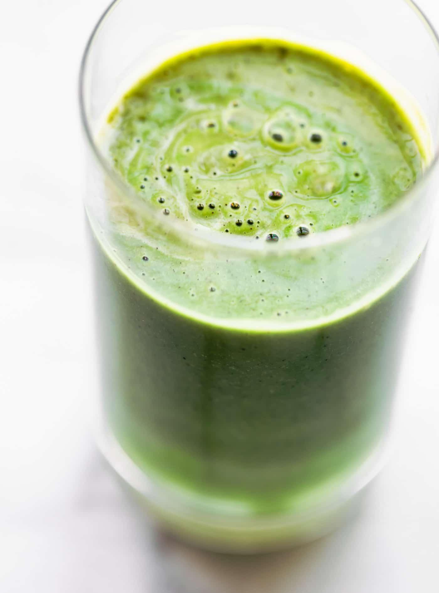 Close up image of superfood green kiwi smoothie with spirulina